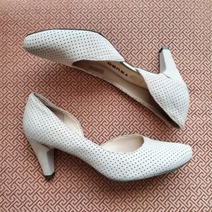 Leather Tsubo – Brand New Neutral Perforated Pumps